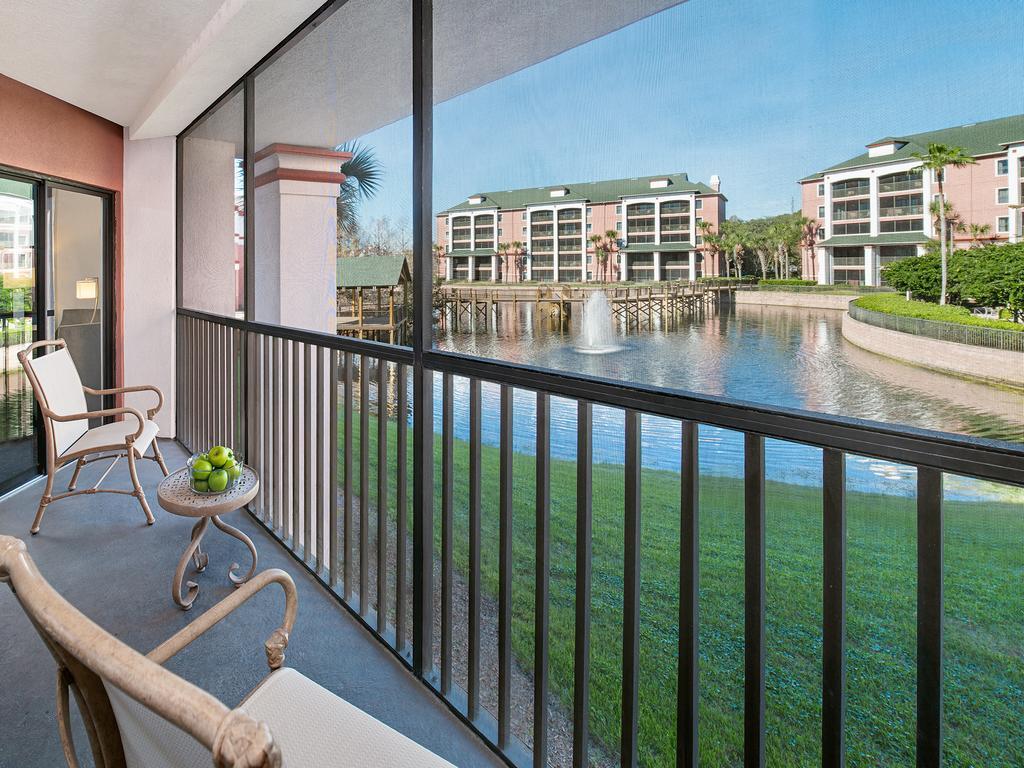 Varanda com vista para o lago do hotel Caribe Royale Orlando