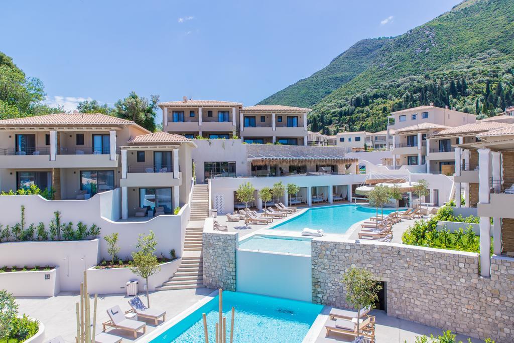Foto das acomodações em casinhas no hotel Crystal Waters, em Lefkada