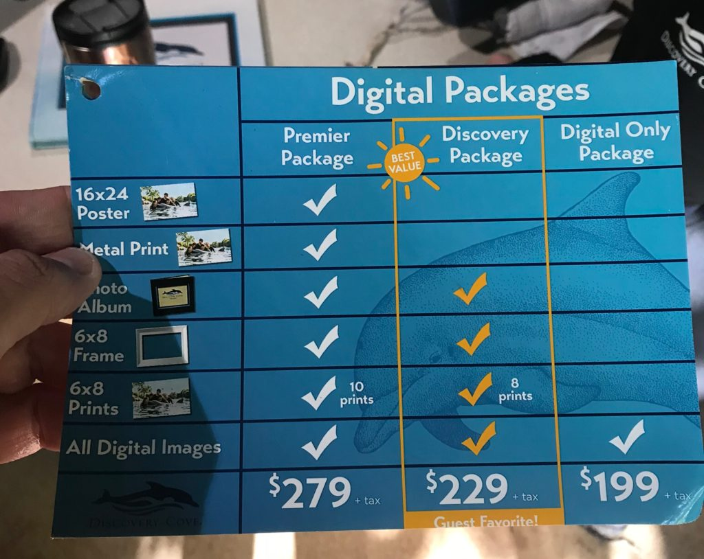 Foto de tabela de preços de pacotes de fotos digitais do Discovery Cove, parque de Orlando