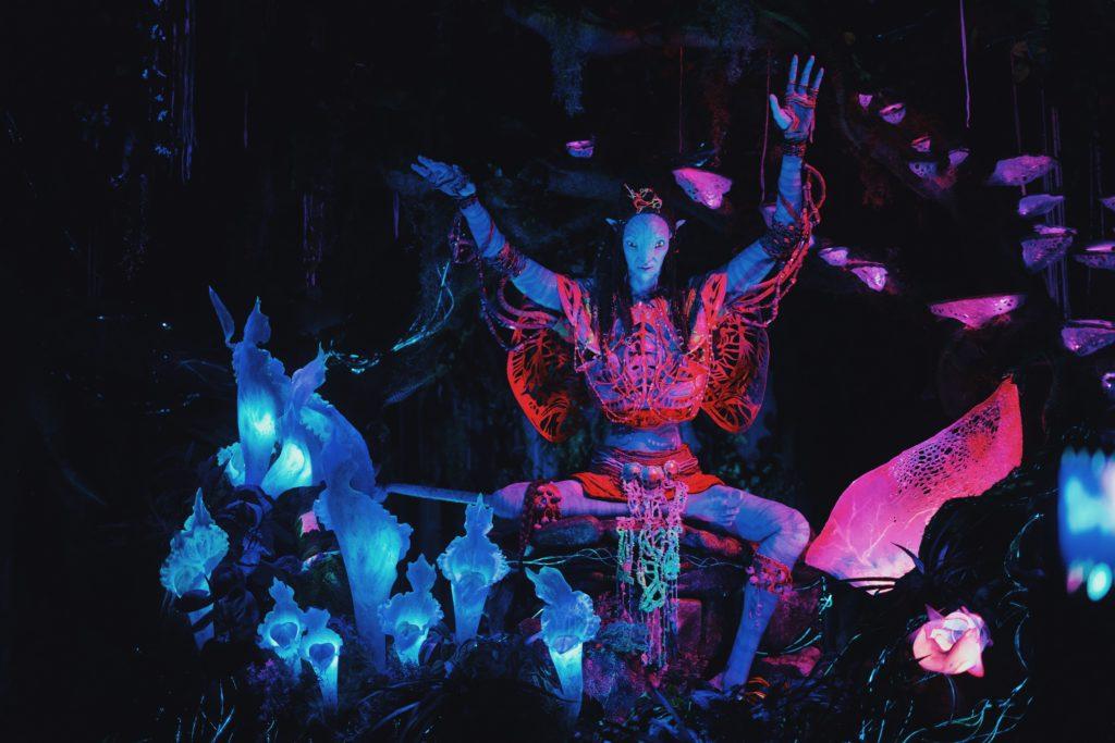 Personagem na atração Na'vi River Journey, no Avatar Animal Kingdom, área de Pandora no parque da Disney