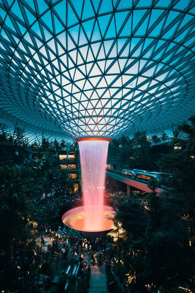 A Rain Vortex - a incrível cachoeira dentro do Changi Aeroporto