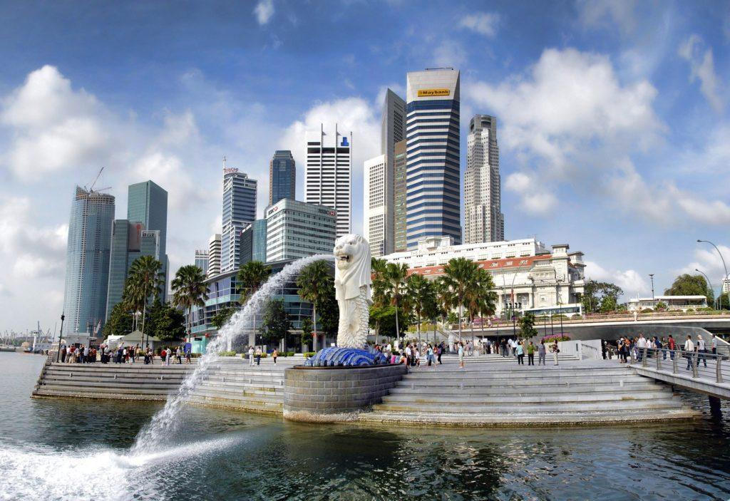 O Merlion Park com a estátua mitológica de Singapura