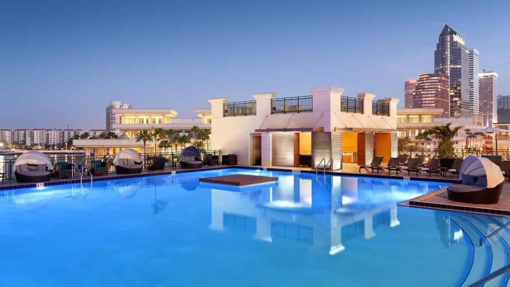 Foto de piscina ampla em rooftop do hotel Tampa Marriott Water Street