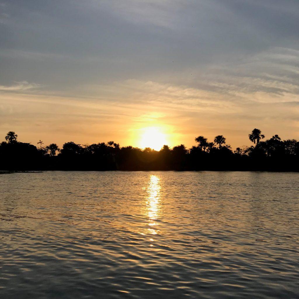 Pôr do sol durante o passeio de barco pelo rio Preguiça, no Maranhão