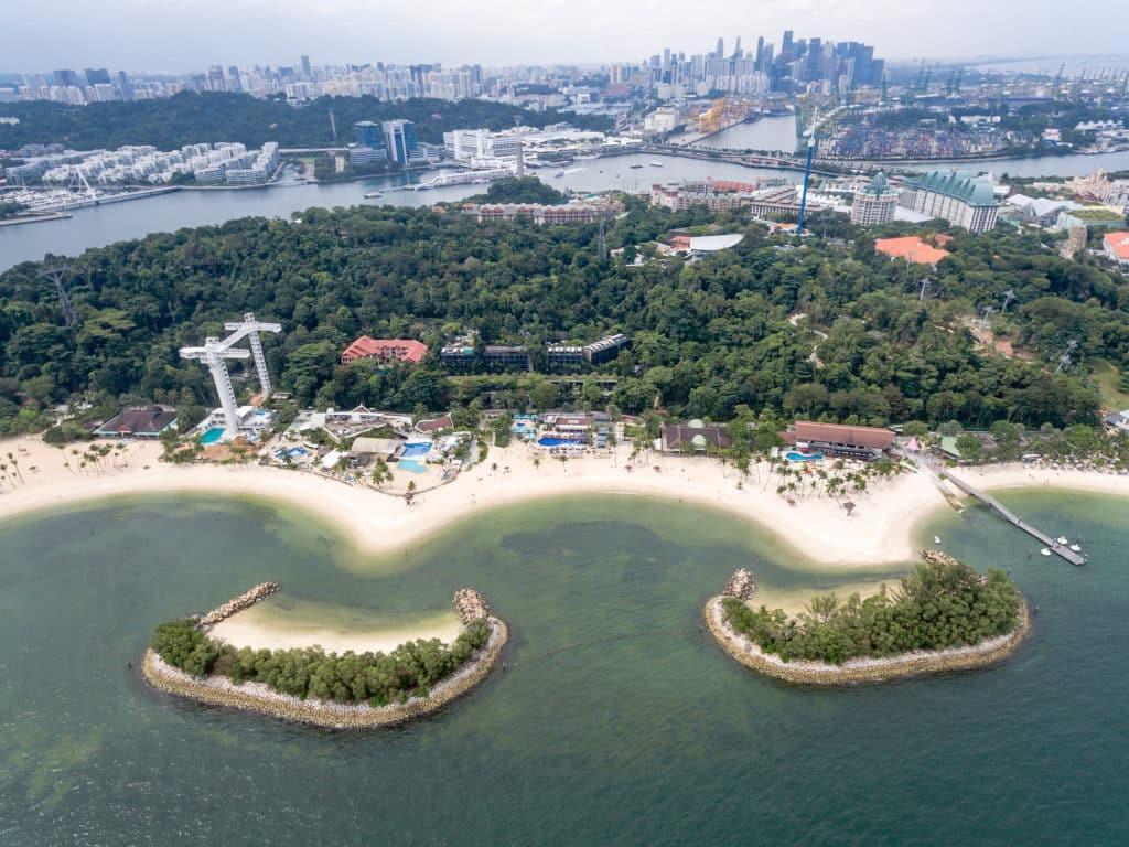 A ilha de Sentosa em Singapura vista de cima - Foto: Marco Verch via Flickr - pontos turísticos de Singapura