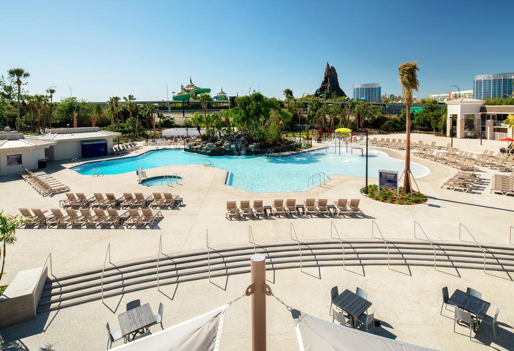 Área da piscina no Avanti Palms Resort And Conference Center - Dicas de hotéis baratos em Orlando