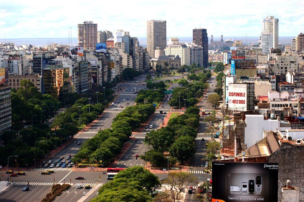 avenida 9 de julio em buenos aires, argentina