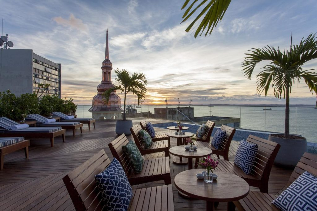 Foto de parte do terraço do Fera Palace Hotel em Salvador, na Bahia
