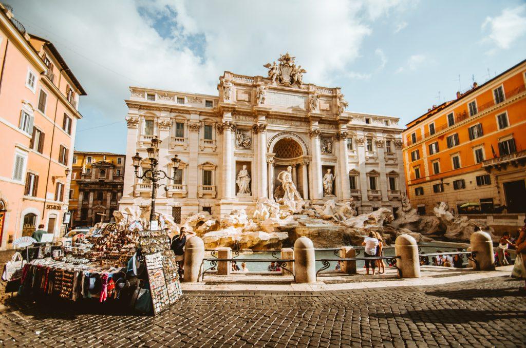 Foto da Fontana di Trevi, um dos monumentos mais icônicos de Roma e mais indispensáveis em uma lua de mel na Itália