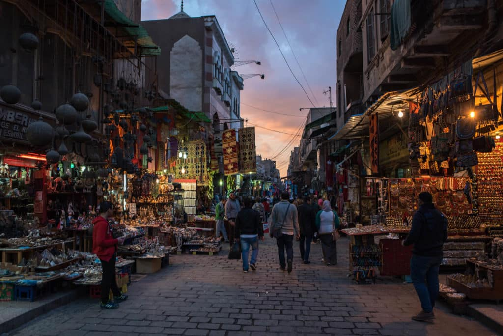 mercado de khan el khalili no cairo, egito