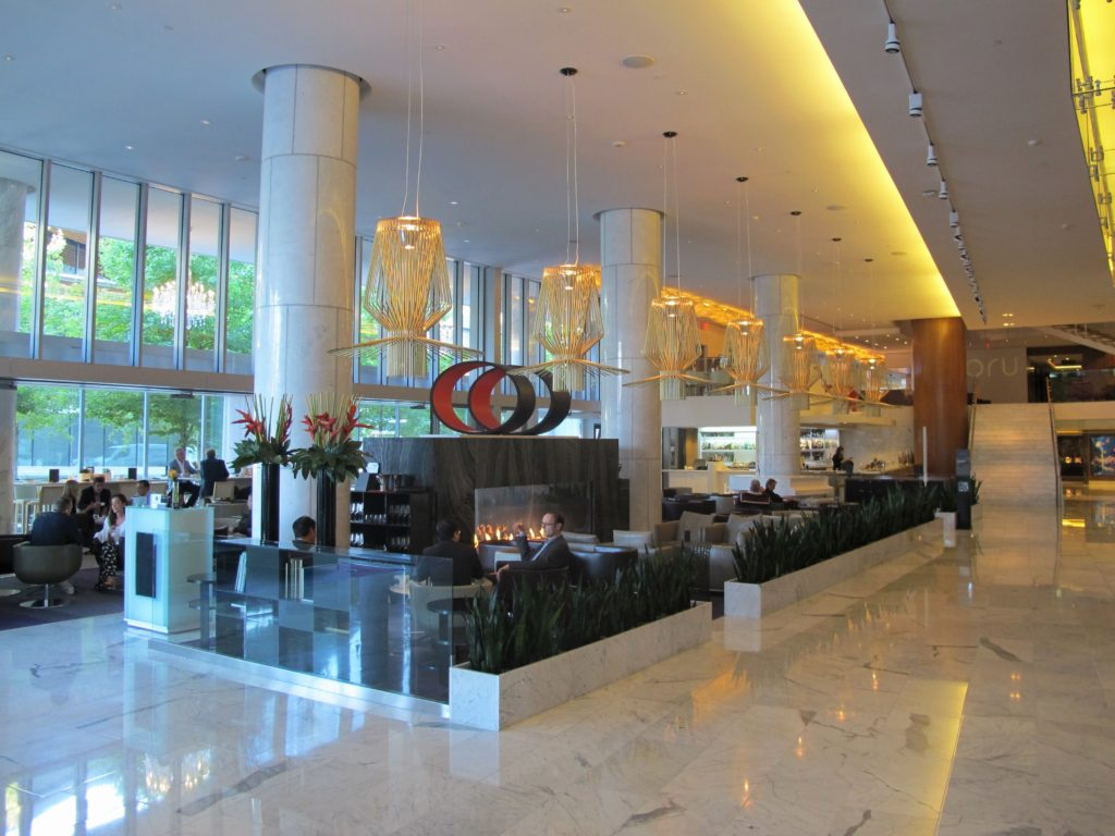 Foto do Lobby Lounge no Fairmont Pacific Rim, em Vancouver