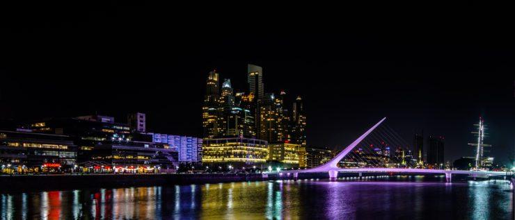 vista de noite de puerto madero em buenos aires