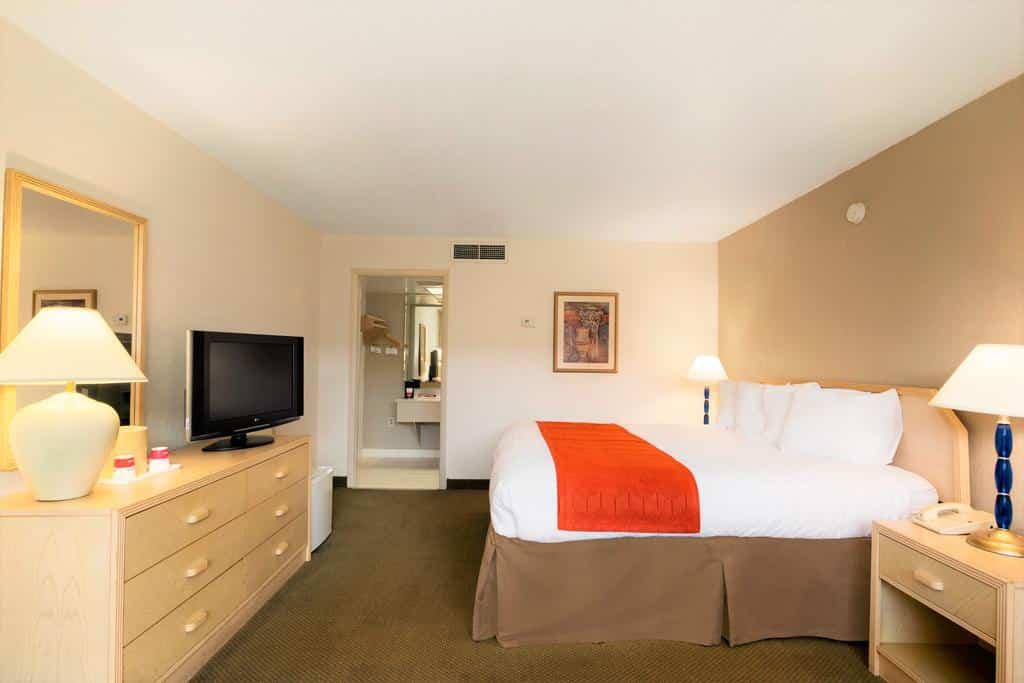 Quarto do Ramada by Wyndham Kissimmee Gateway - Dicas de hotéis baratos em Orlando