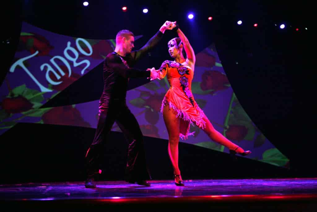 apresentação de tango argentino em buenos aires