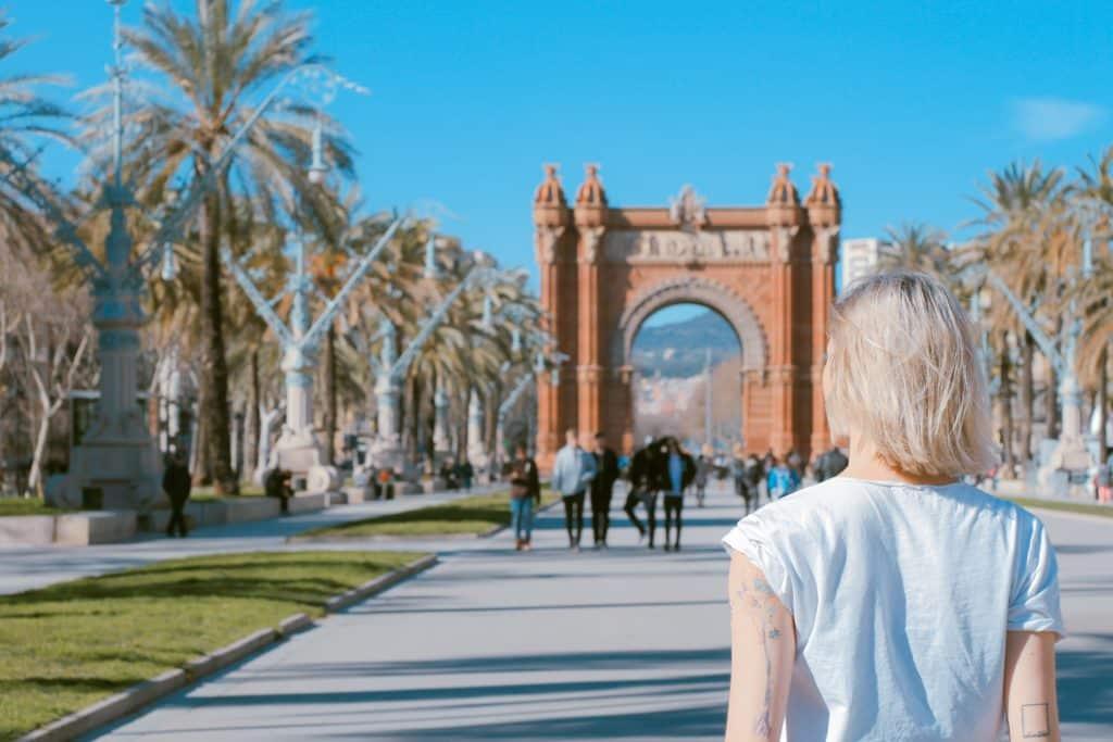 chip de internet no celular para visitar o arco do triunfo em barcelona na espanha