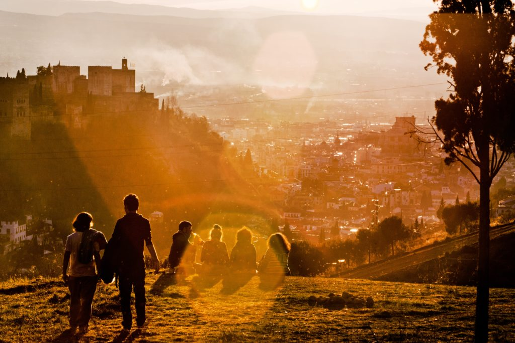 cidade de granada ao por do sol na espanha