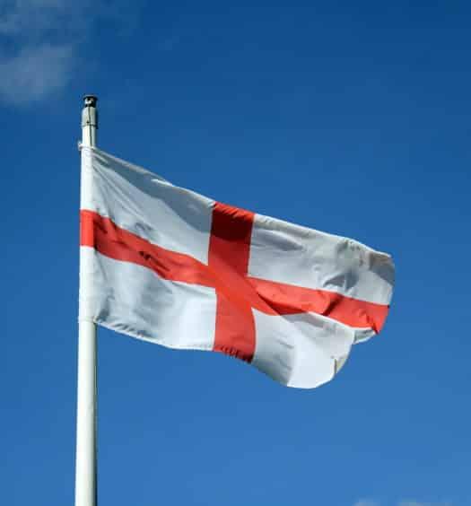 Foto da bandeira da Inglaterra balançando ao vendo
