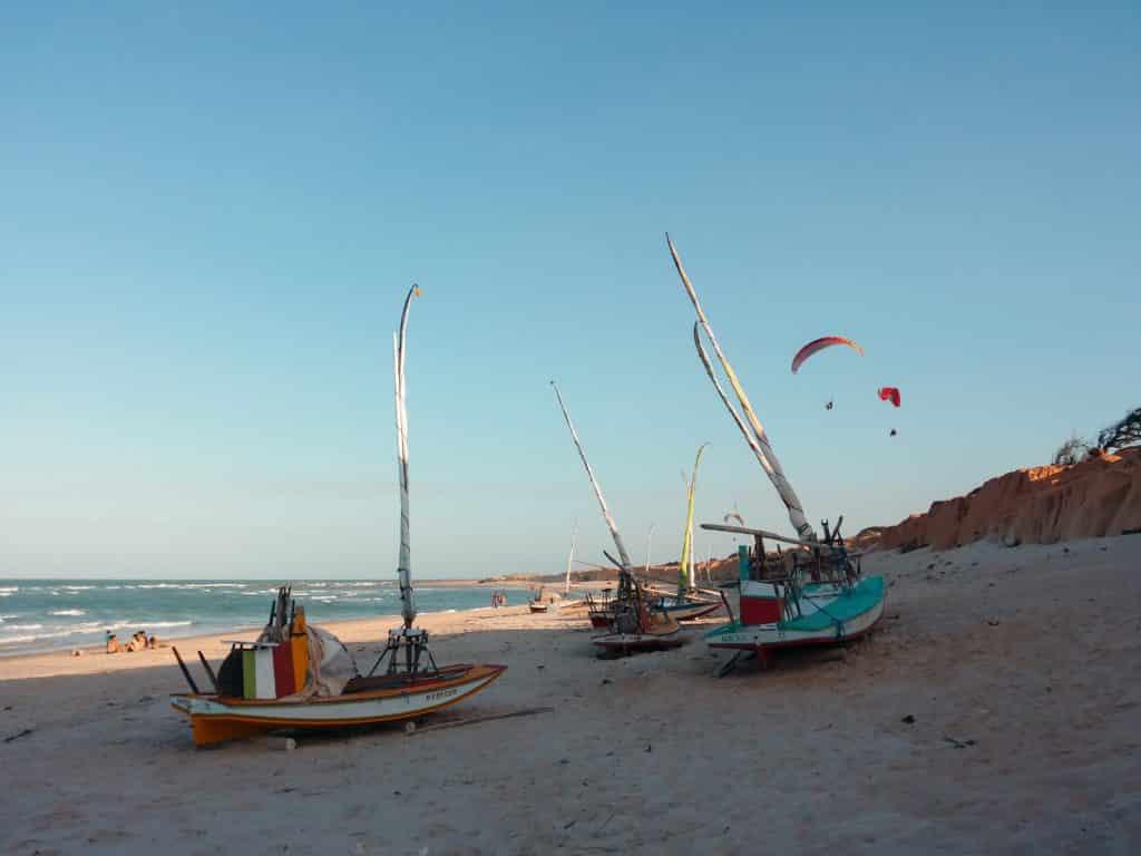 Foto de barcos em praia de Canoa Quebrada