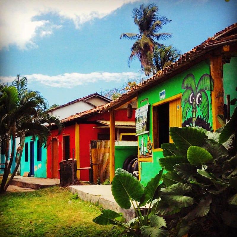 Casinhas coloridas em Caraíva, Bahia