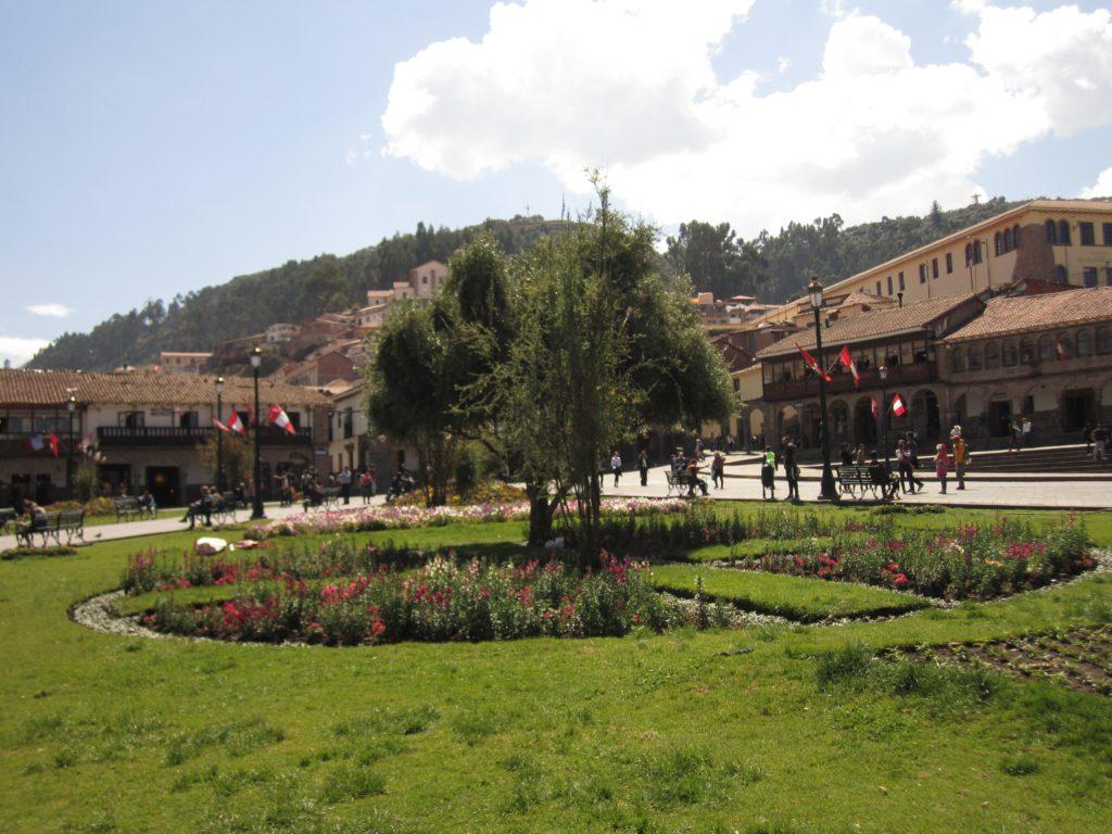 Árvore em praça de Cusco