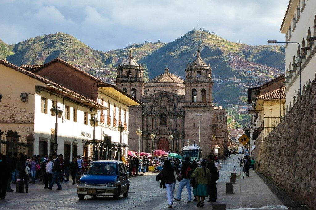 Igreja em rua de Cusco