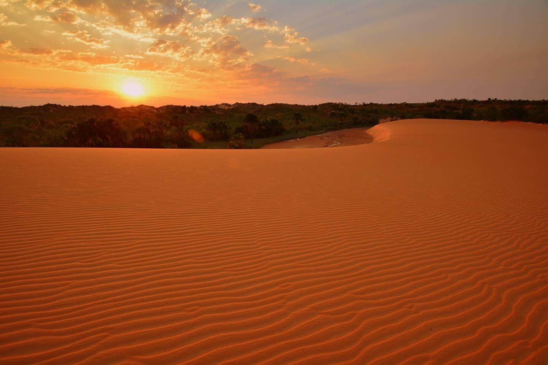 Dunas de areia durante pôr do sol no Jalapão