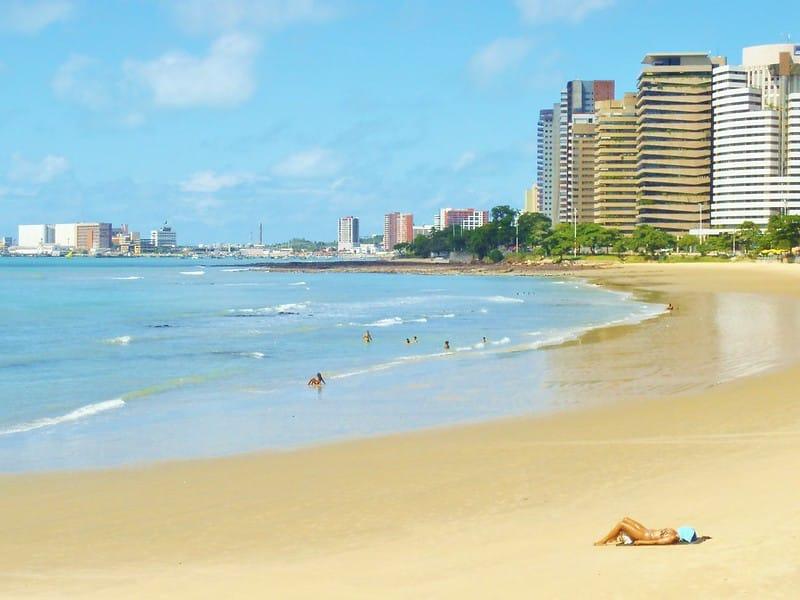 Foto de praia de Fortaleza, no Ceará