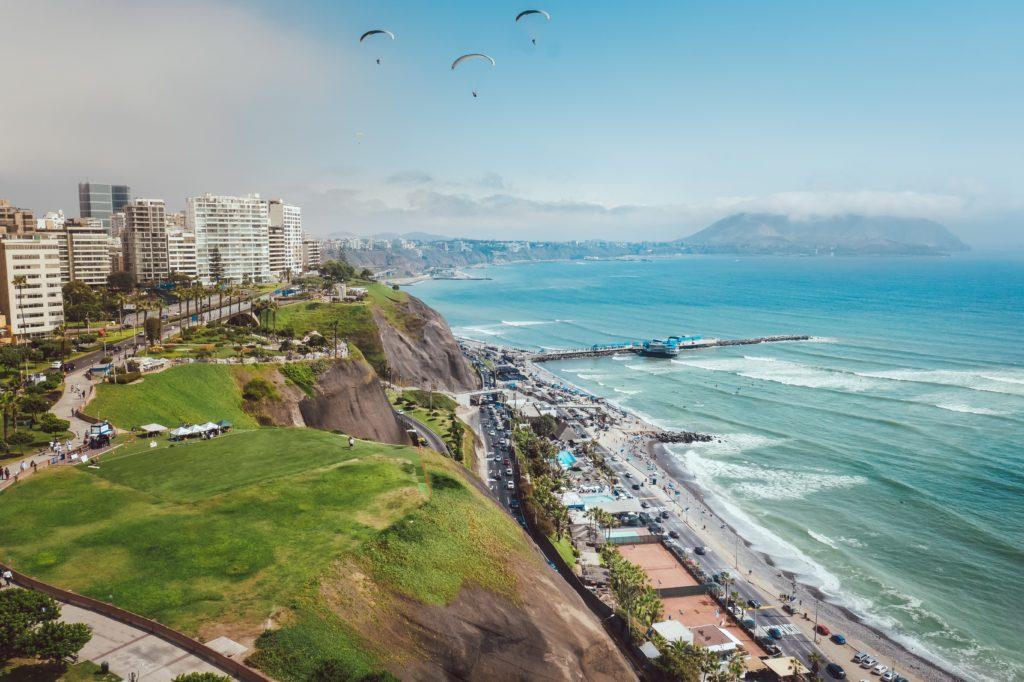 Costa do mar em Lima, no Peru