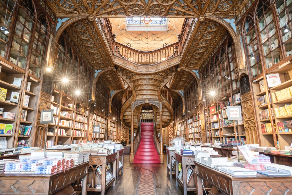 Um das atrações da cidade do Porto é a Livraria Lello