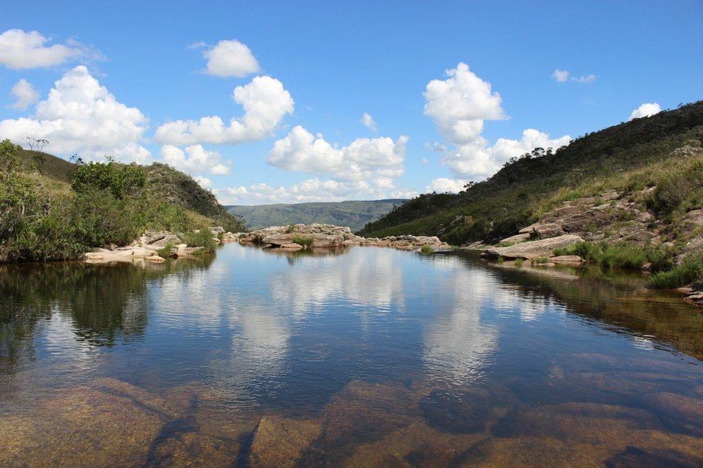 Foto de lagoa na Serra da Canastra