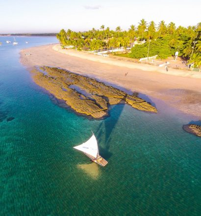 Porto de Galinhas e mar límpido com barco