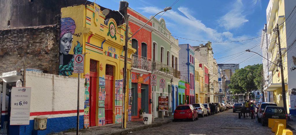 Rua com casinhas coloridas em Recife - Pernambuco