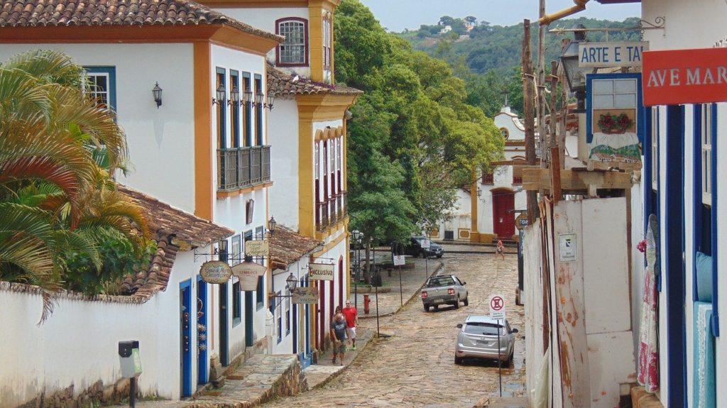 Rua de ladeira em Tiradentes