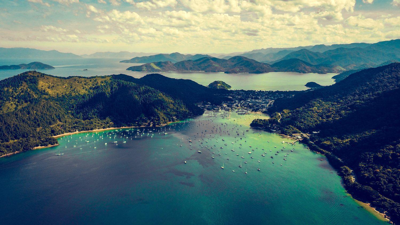 vista aerea da praia de santa rita em ubatuba