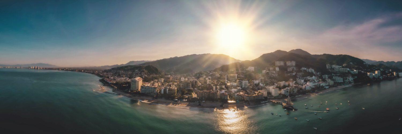 vista aerea da cidade de puerto vallarta no méxico