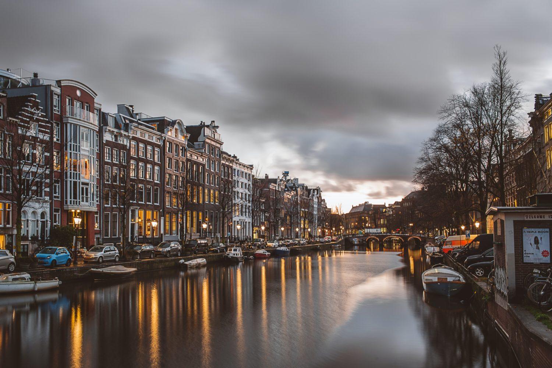 canal em Amsterdam na Holanda