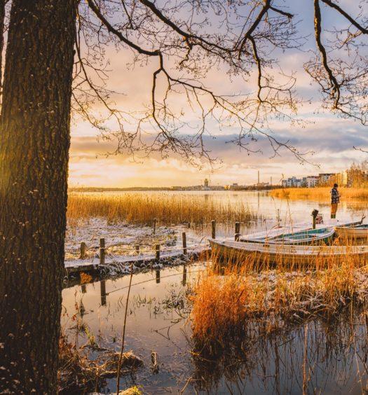 paisagem do lago em helsinki na Finlandia