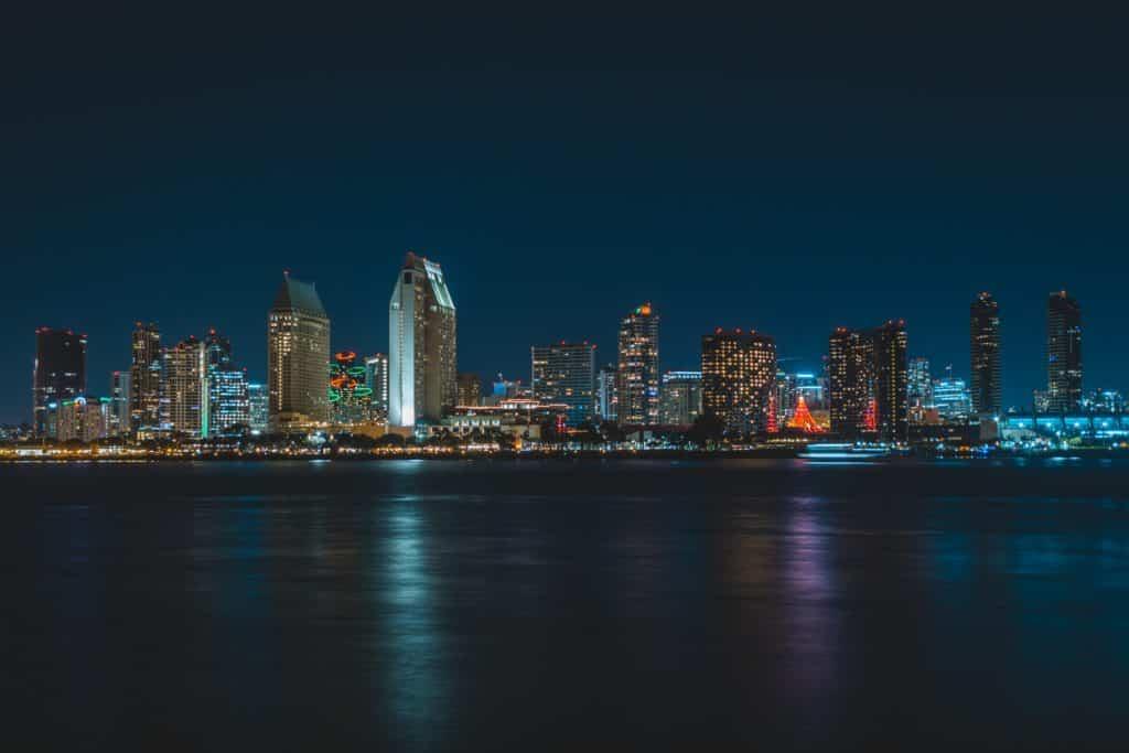 cidade de san diego à noite