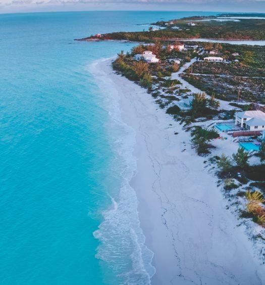 Praia Trópico de Câncer em Exuma, Bahamas
