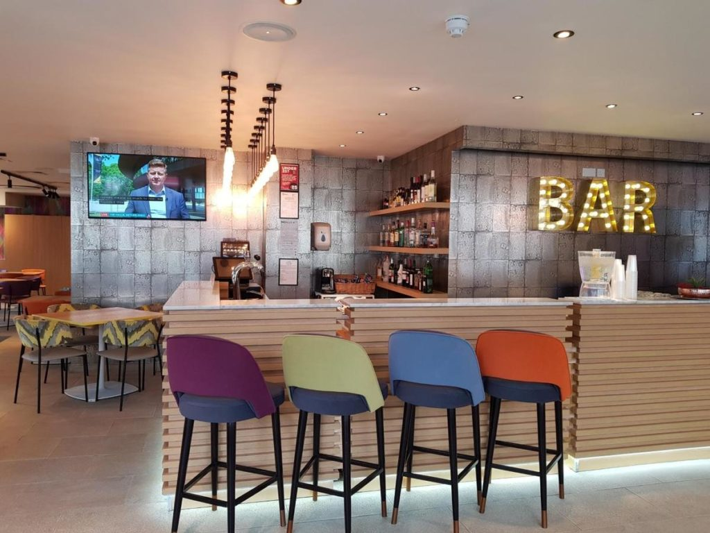 bar no Best Western Plus Wembley Hotel - hoteis baratos em londres