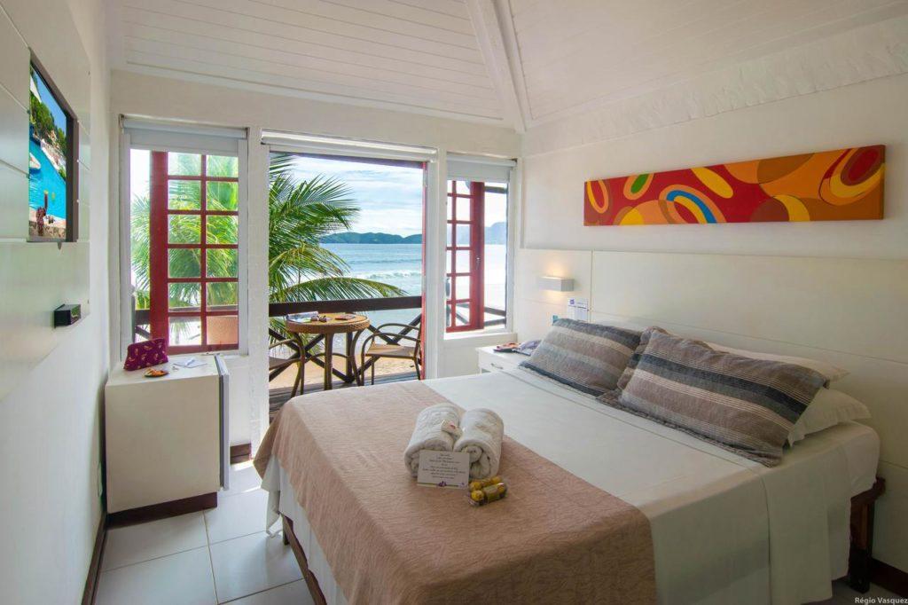 Pé na areia na Chez Pitu Praia Hotel em Búzios - lua de mel no brasil