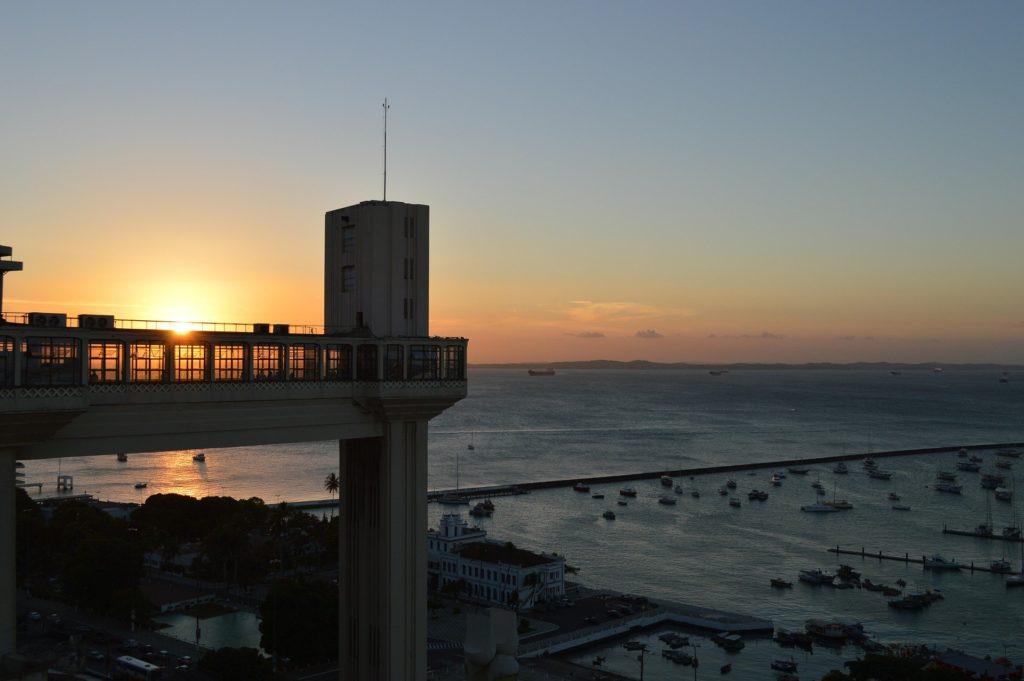 Por do sol no Elevador Lacerda em Salvador na Bahia