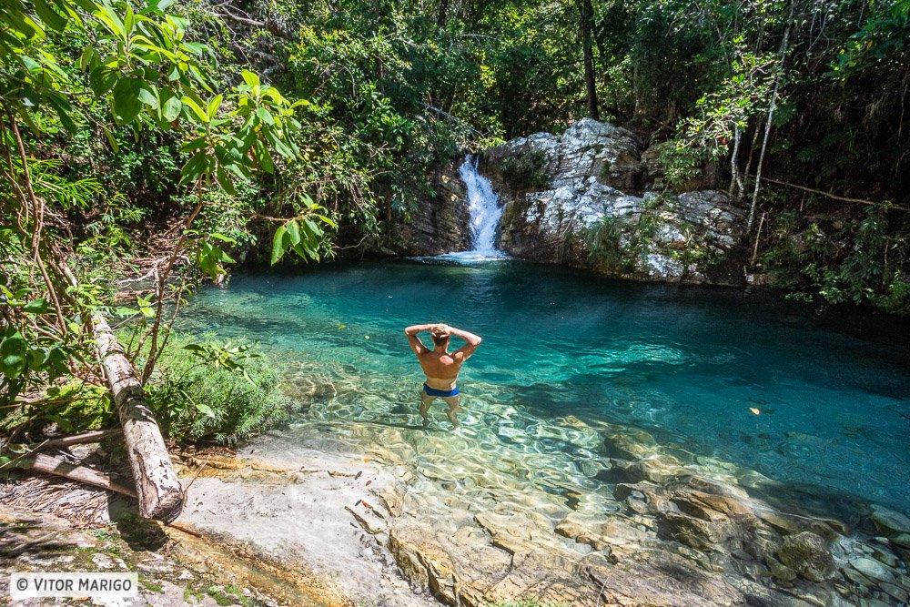 A linda cachoeira Santa Barbarinha em Calvacante na Chapada dos Veadeiros - lua de mel no brasil
