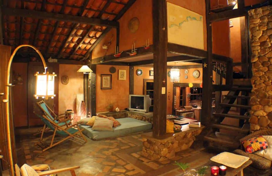 Sala da casa Aconchegante e rústica em meio a natureza na Barra do Sahy