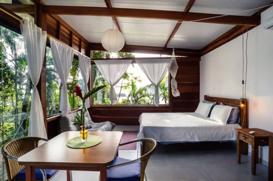 Airbnb chamado Mais Encantadora Cabana Sobre o Mar