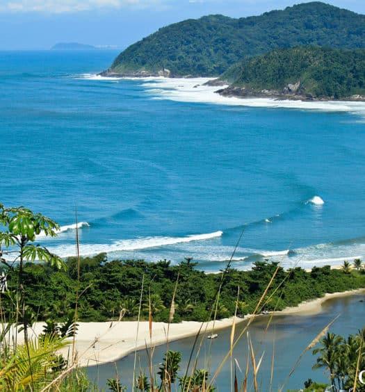 Vista panorâmica da praia de Barra do Una, em São Sebastião
