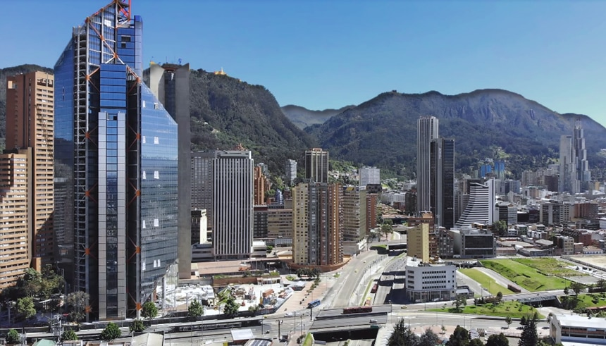 Região urbanizada, com arranha-céus imponentes, em parte mais comercial de Bogotá