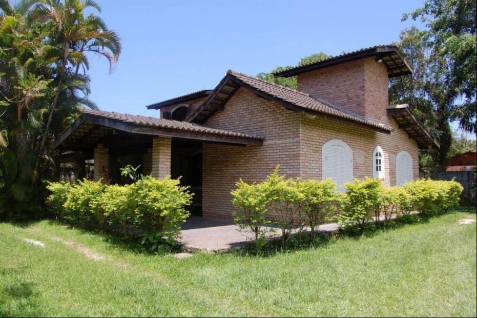 Casa de tijolinhos à vista entre as opções das pousadas na Barra do Sahy