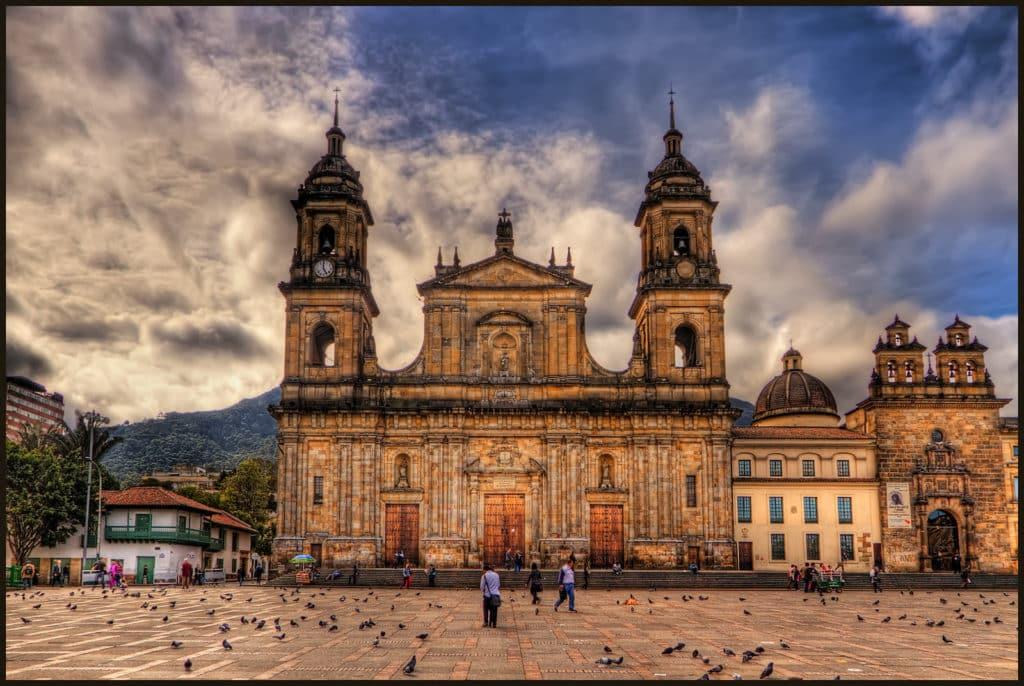 Catedral Primada, um dos principais pontos turísticos da capital da Colômbia