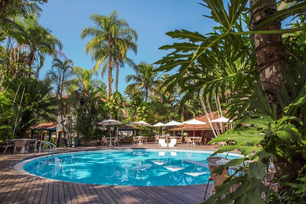 Piscina do Hotel Aldeia de Sahy, uma das opções entre as pousadas na Barra do Sahy